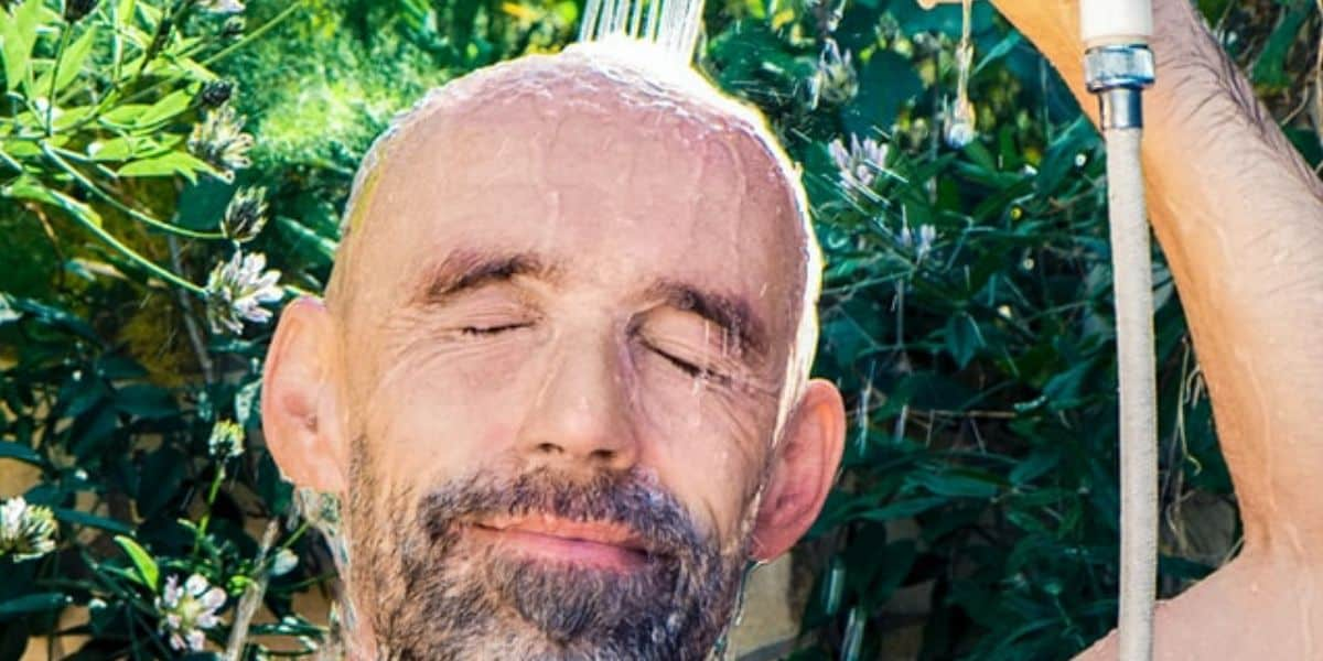 How To Wash And Clean A Bald Head In 5 Easy Steps