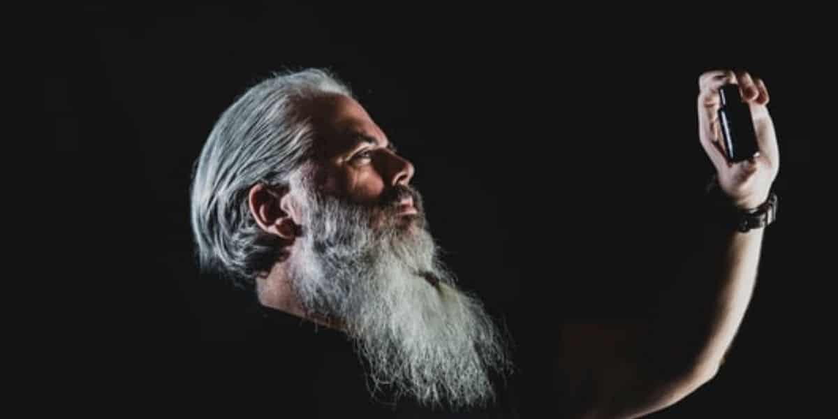 How To Dye Your Beard Silver Without Staining
